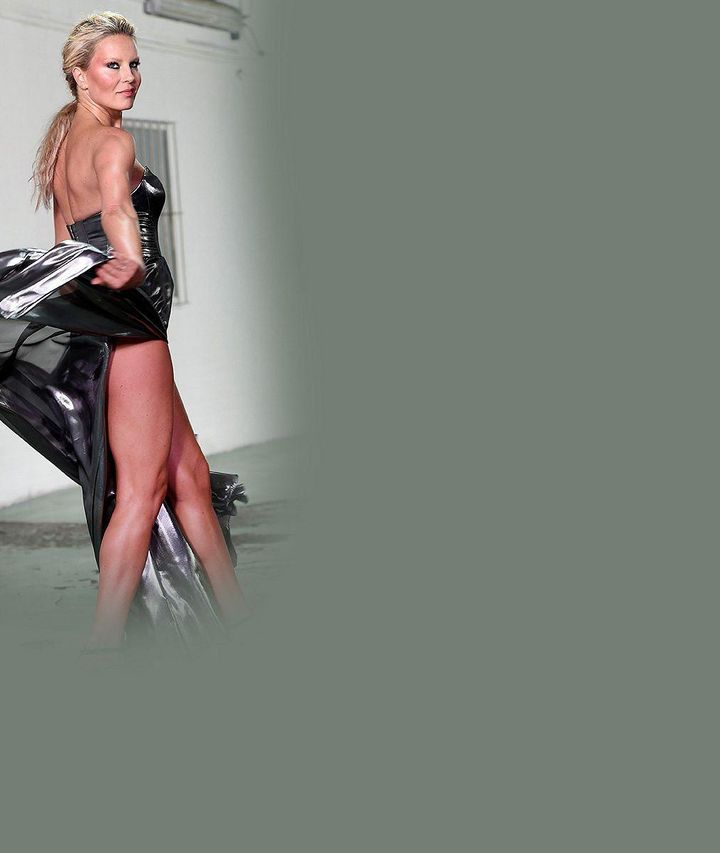Nohy snů v pidi kraťáscích nemá zadarmo: Neuvěříte, co Simona Krainová dělá, aby po čtyřicítce vypadala dokonale