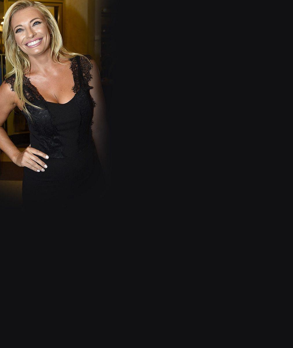 Bohyně, shodují se fandové Lucie Borhyové: Podívejte se na sexy fotku, která v nich vzbudila vášně