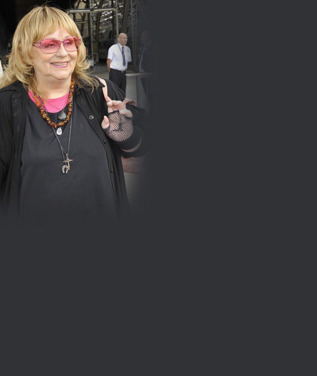 Strach ze zbraní anásilí. Dcera Nadi Urbánkové prodala dům ase snoubencem prchla zUSA