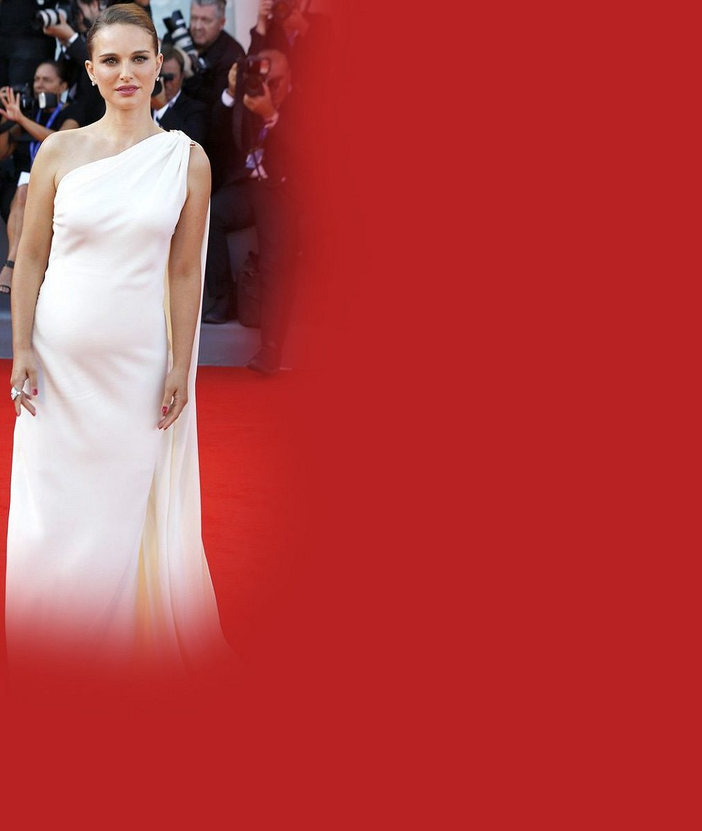 Oscarová kráska je podruhé těhotná: Na červeném koberci překvapila zakulaceným bříškem
