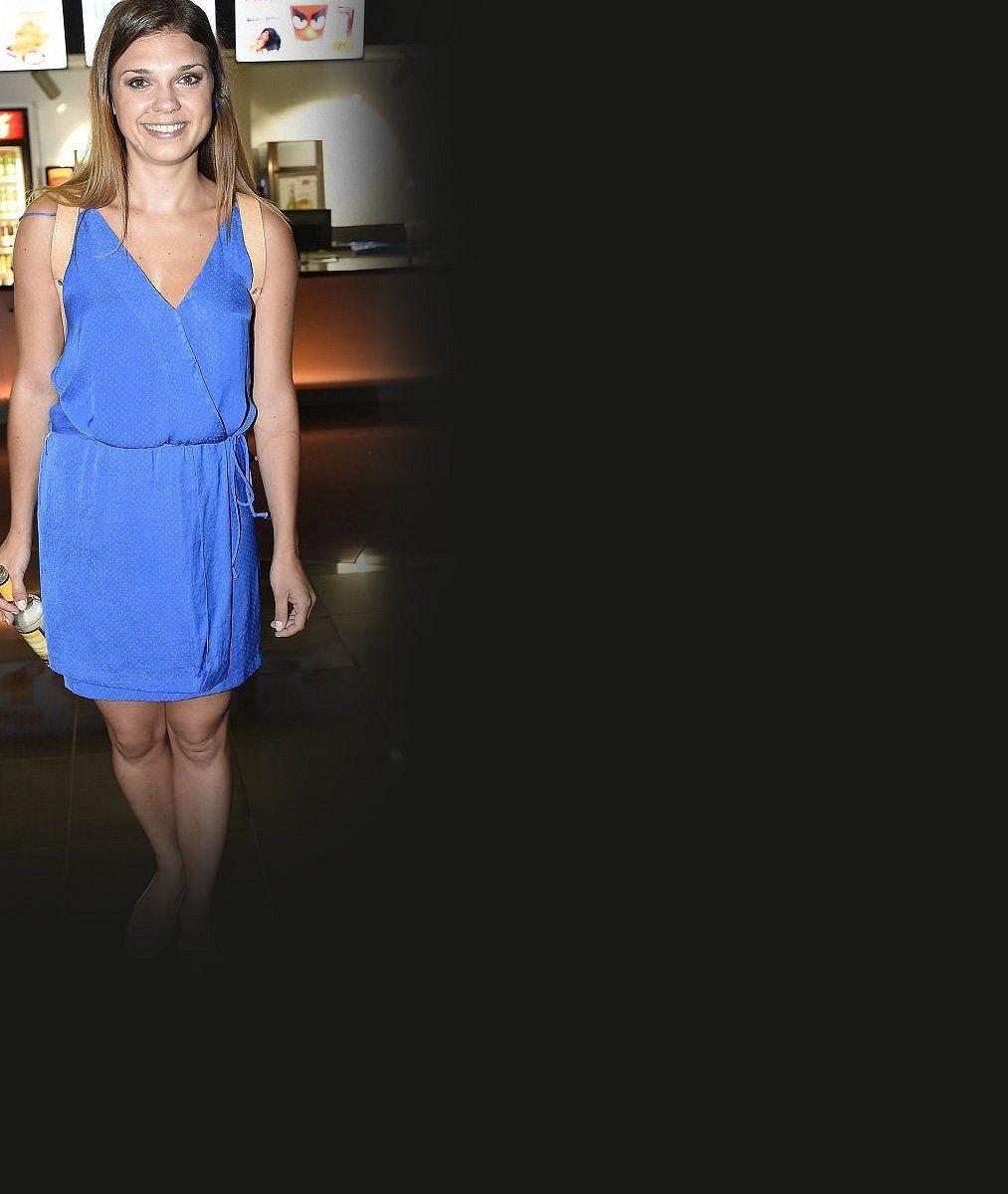 Seriálová herečka dostala v 27 letech první velkou filmovou roli: Rozkošná brunetka se hned musela svlékat