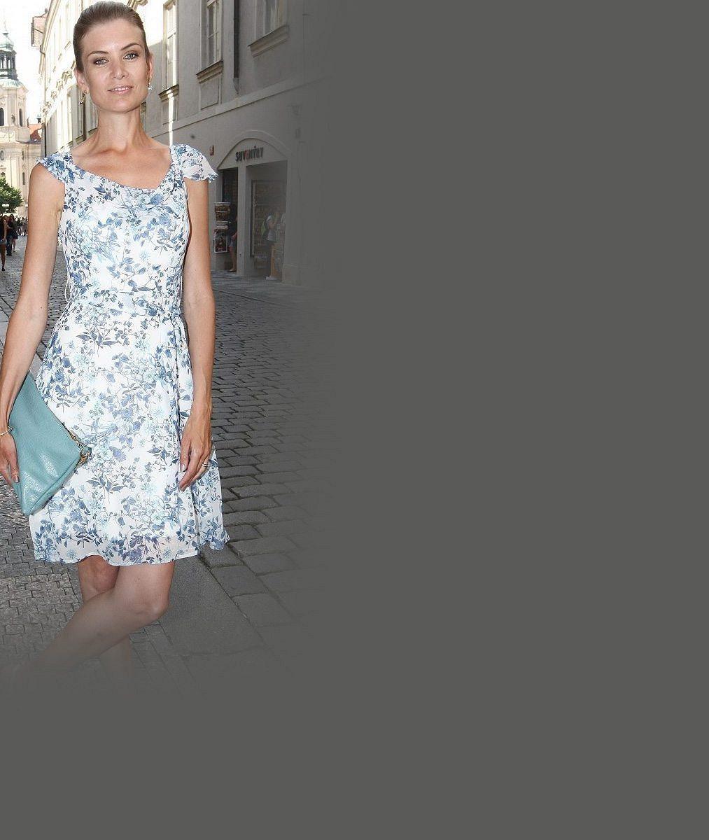 Moderátorka Novy s titulem Česká Miss neuhlídala šatičky: Mrkněte, jak se jí podařilo ukázat kalhotky