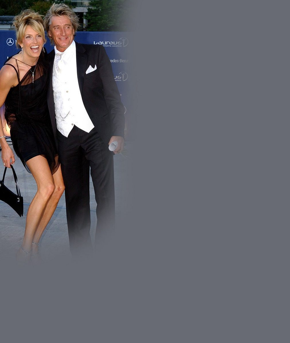 Slavný zpěvák (71) a jeho o hlavu vyšší manželka (45) předvedli pěstěná těla v Itálii