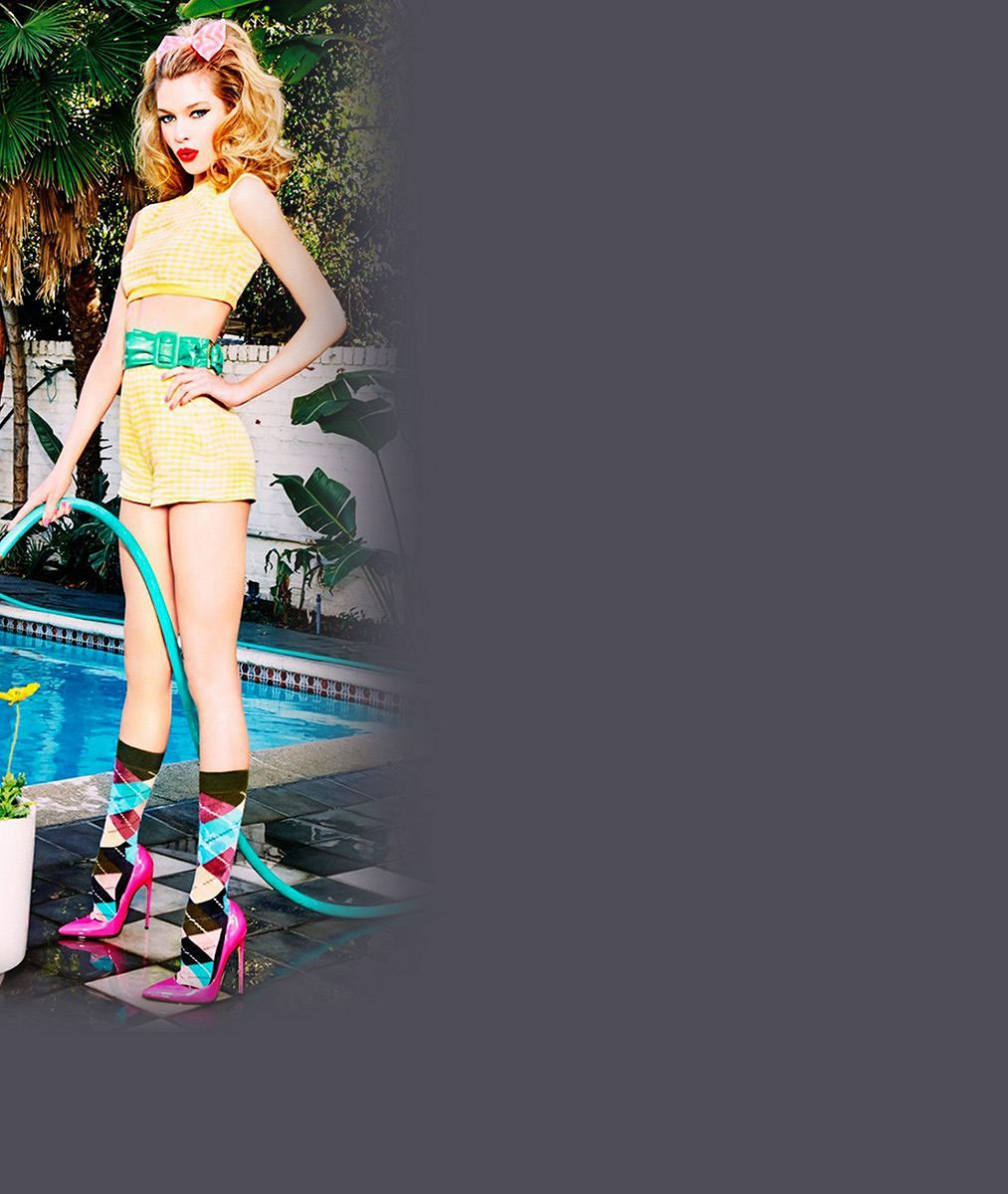 Může být reklama na ponožky sexy? S lesbickým andílkem v hlavní roli rozhodně!