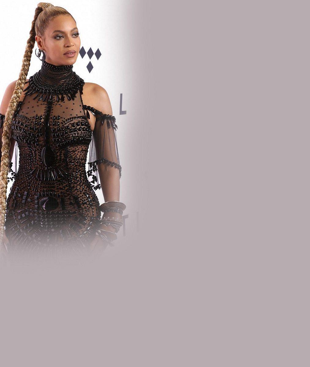 Beyoncé tentokrát neoblékla téměř nic: V průsvitných šatech posetých korálky dokonale prodala své přednosti
