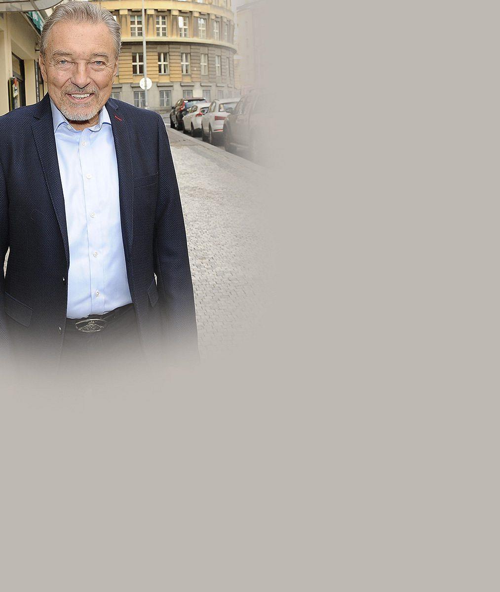 Karel Gott bude chybět na oslavě nedožitých narozenin Karla Svobody! Víme, co se stalo