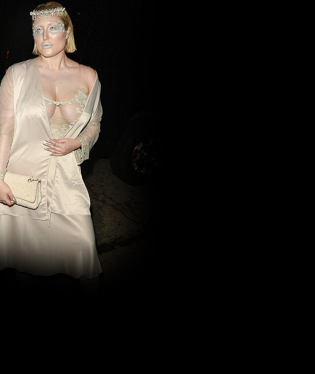 Kyprá dcera Davida Hasselhoffa šokovala nadpozemským kostýmem, odhalila přírodní hrudník číslo pět