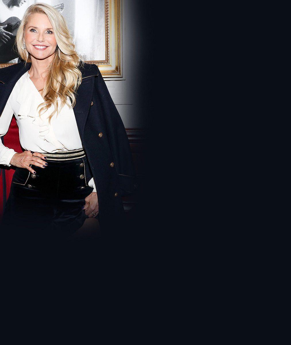 Nestárnoucí modelka (62) se chlubila dokonalýma nohama v šortkách. Serena vedle ní vypadala jako obryně