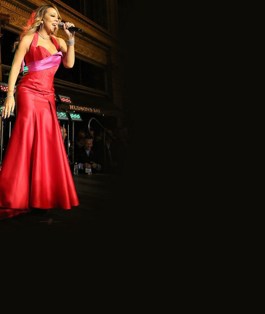 Už zase nezná svoji velikost? Mariah Carey přetékala bujná ňadra z příliš těsného outfitu