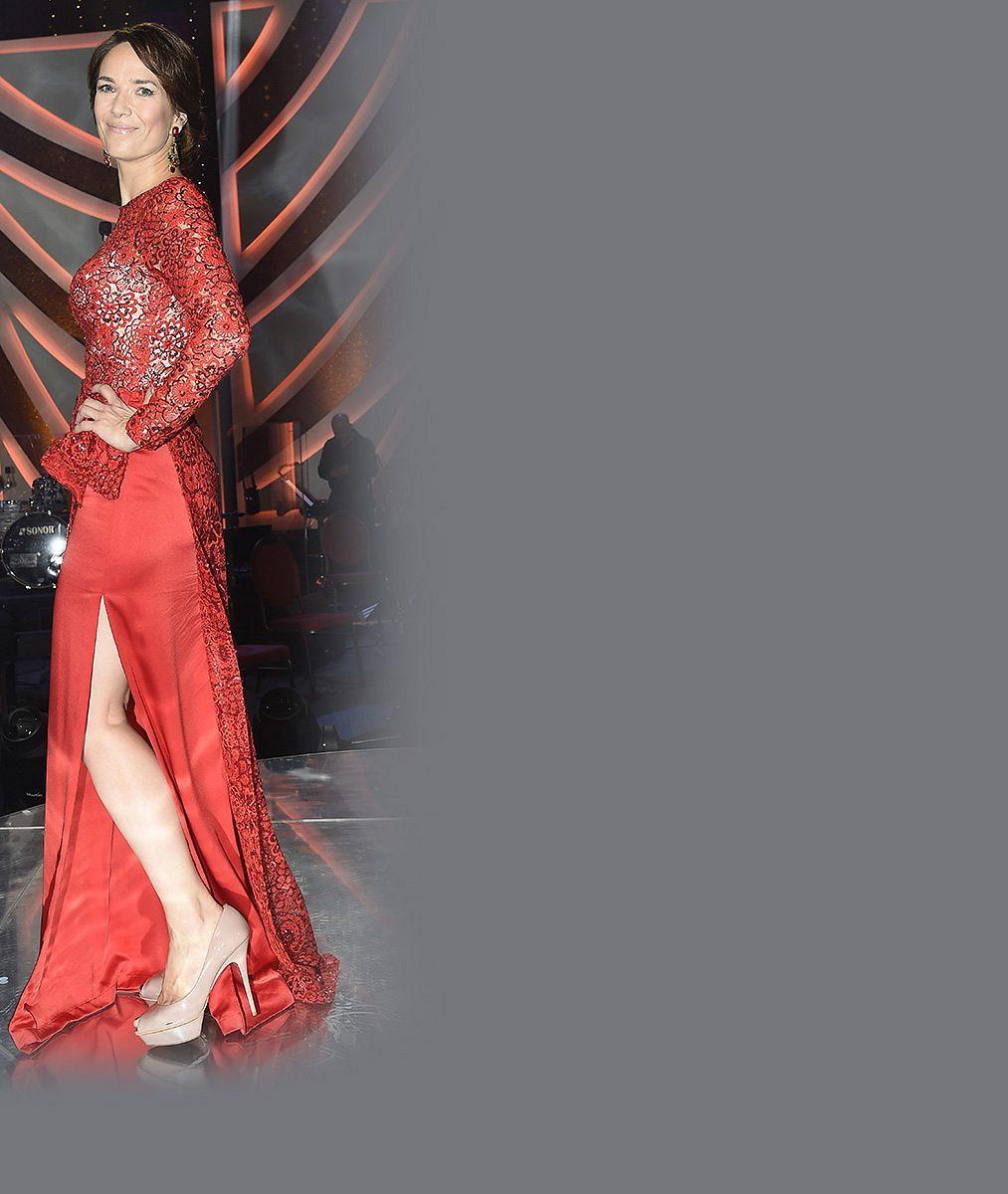 Jen růžová to může být: Tereza Kostková v jarně zářivém modelu prozradila, jak si udržuje velikost třicet šest