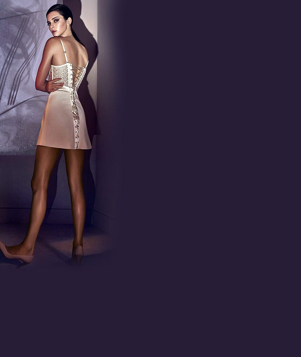 Nezastavitelná ségra Kim Kardashian válcuje modeling. V nové kampani je skoro nahá! Troufly byste si na to, dámy?