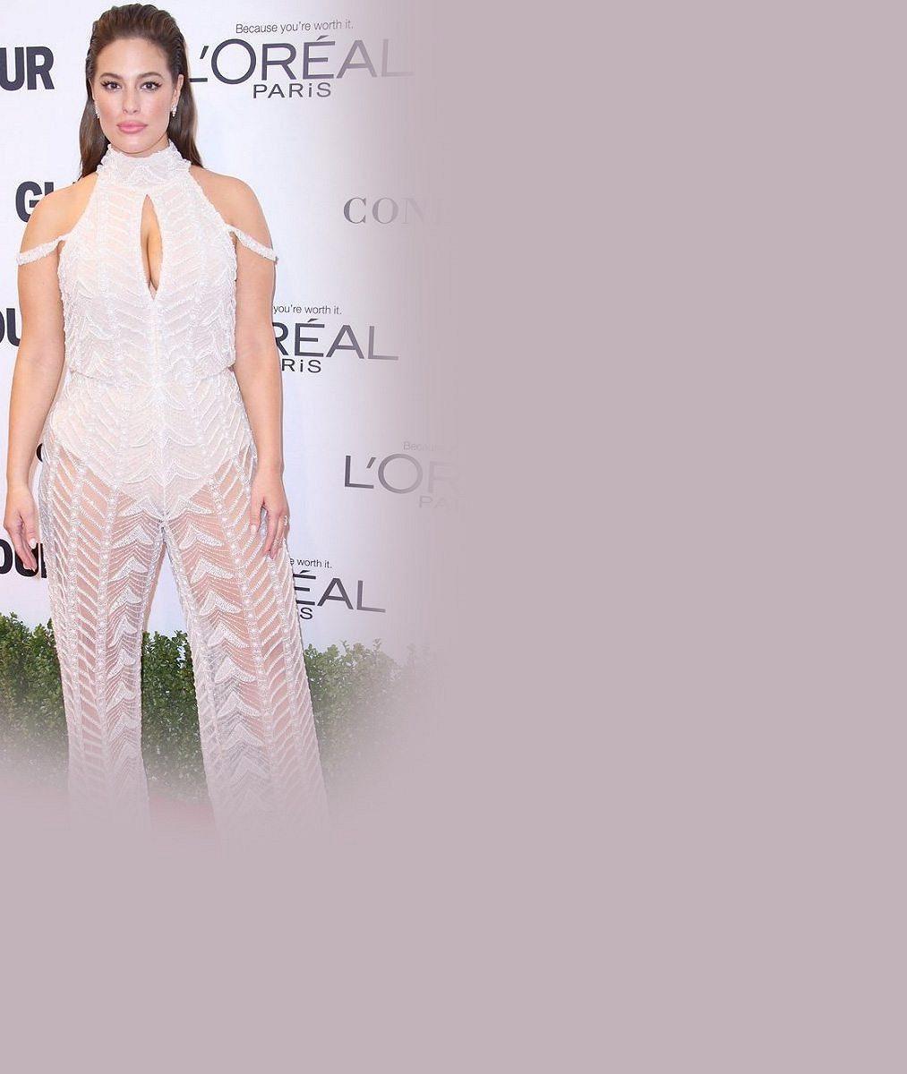 Plnoštíhlá modelka oblékla průsvitný overal: Známý zpěvák vedle ní vypadal jako drobek