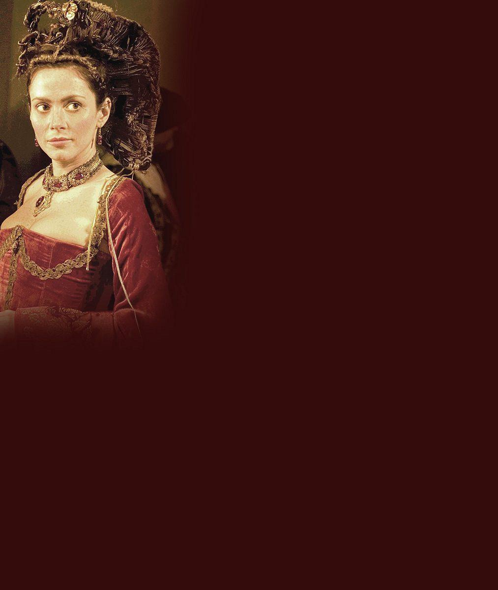 Představitelka hraběnky Bathory byla na galavečeru velmi rozverná. Ňadra jí div nevypadla z výstřihu