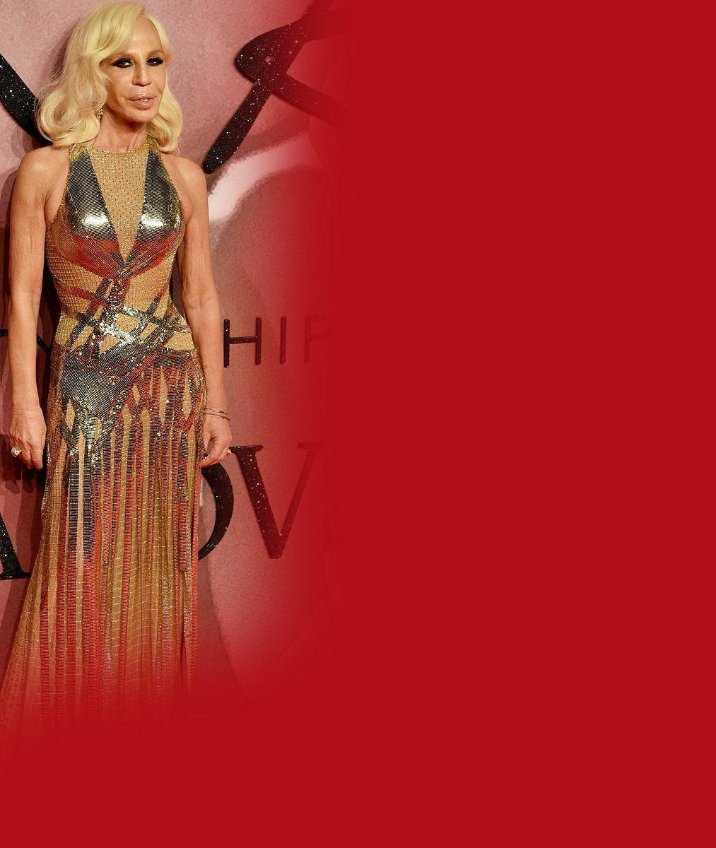 I vyžilá Donatella Versace může být za krásku, když se vyfotí s nejhorším zjevem hudebního šoubyznysu