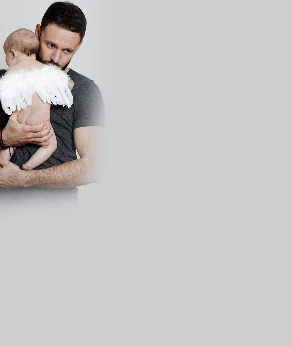 Český zpěvák má krásnou rodinu: Pochlubil se mladou manželkou i tříměsíčním miminkem