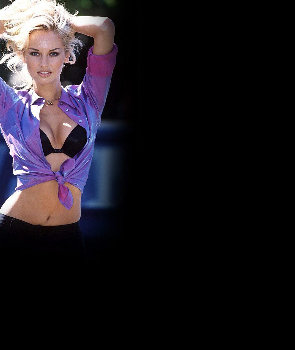 Vzpomínáte na krásku s nejdelšíma nohama v modelingu? Podívejte, jak Adriana Sklenaříková (45) vypadá dnes