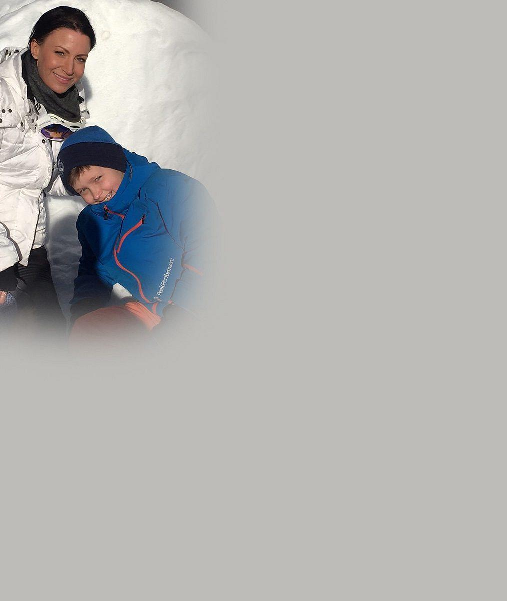 Takhle si Partyšová užívá třeskutou zimu: Na svahu ve Špindlu dováděla se synem afotila se sKlausem