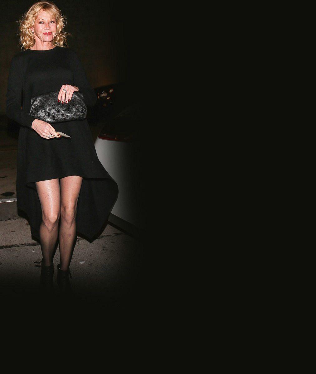 Pane jo! Melanie Griffith se těsně před šedesátkou pochlubila výstavníma nohama v mini