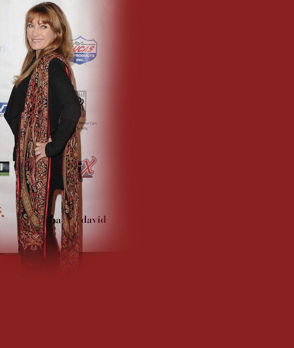Doktorka Quinnová je stále ozdobou červeného koberce: Takhle senzačně vypadá v 65 letech