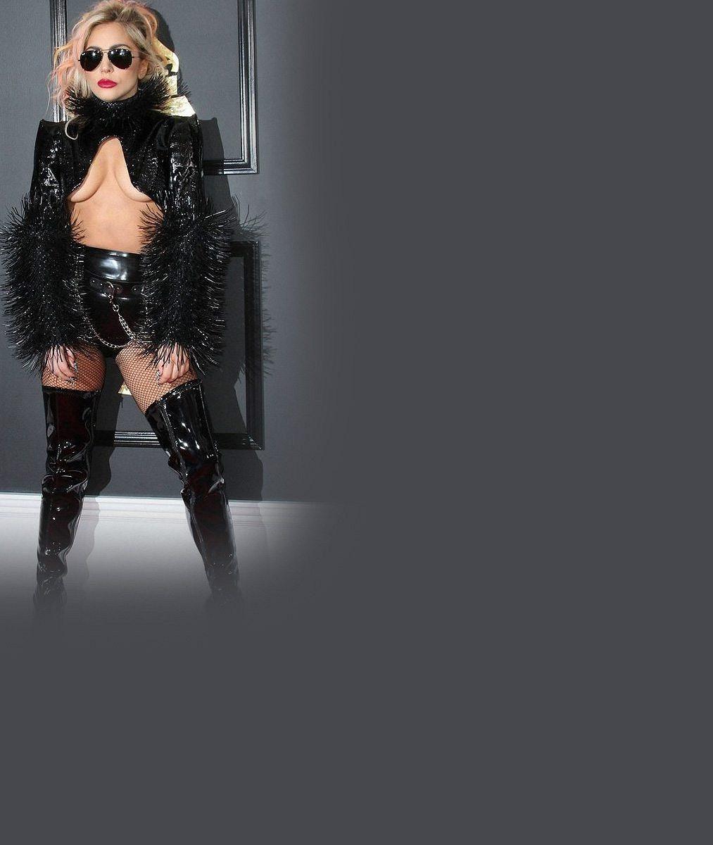 Tohle má být ta sexy hvězda Super Bowlu? Lady Gaga vypadala vedle nového přítele jako šmudla
