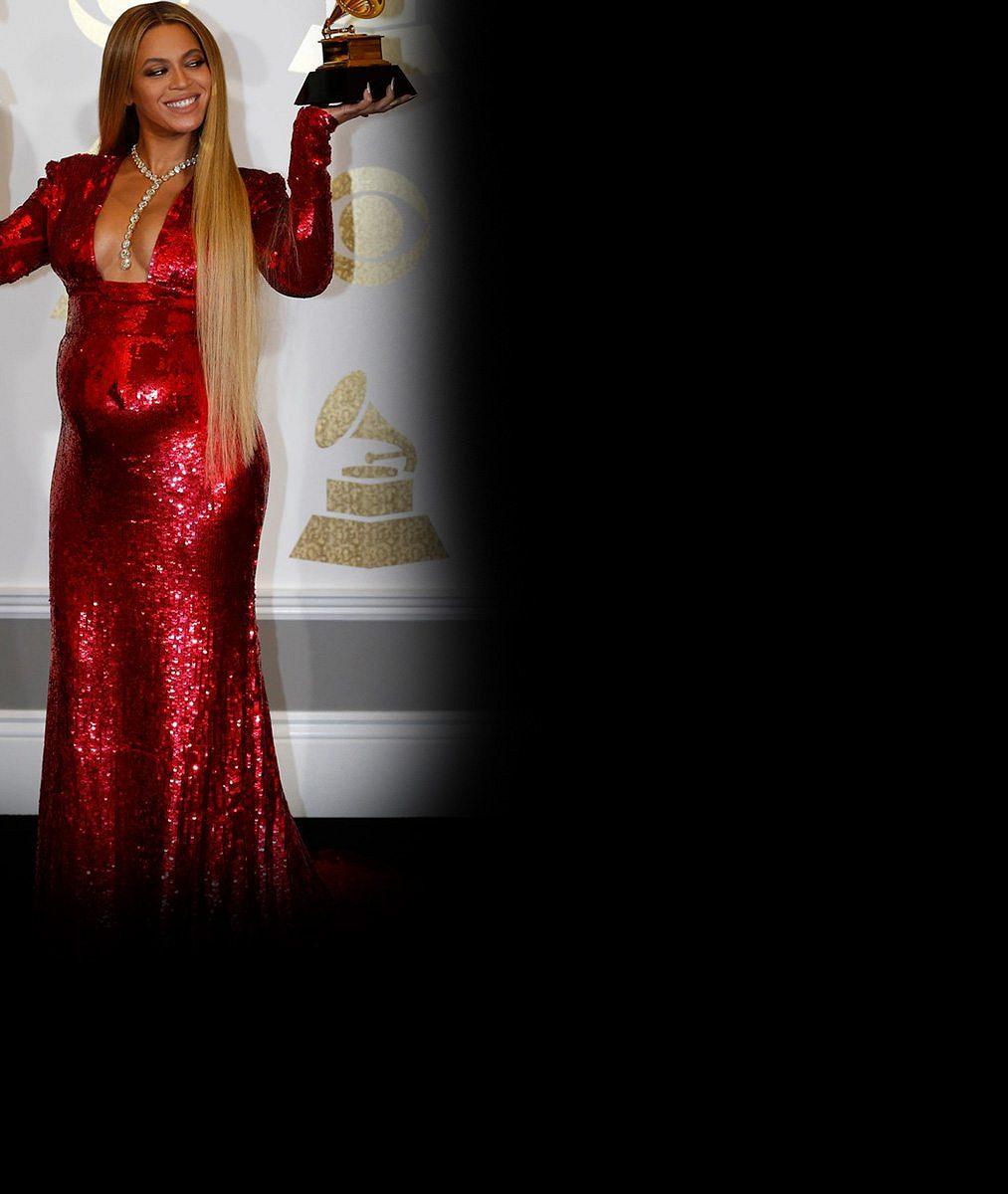 Beyoncé oslnila na cenách Grammy: Celá ve zlatě odhalila nejen bříško, v němž ukrývá dvojčátka