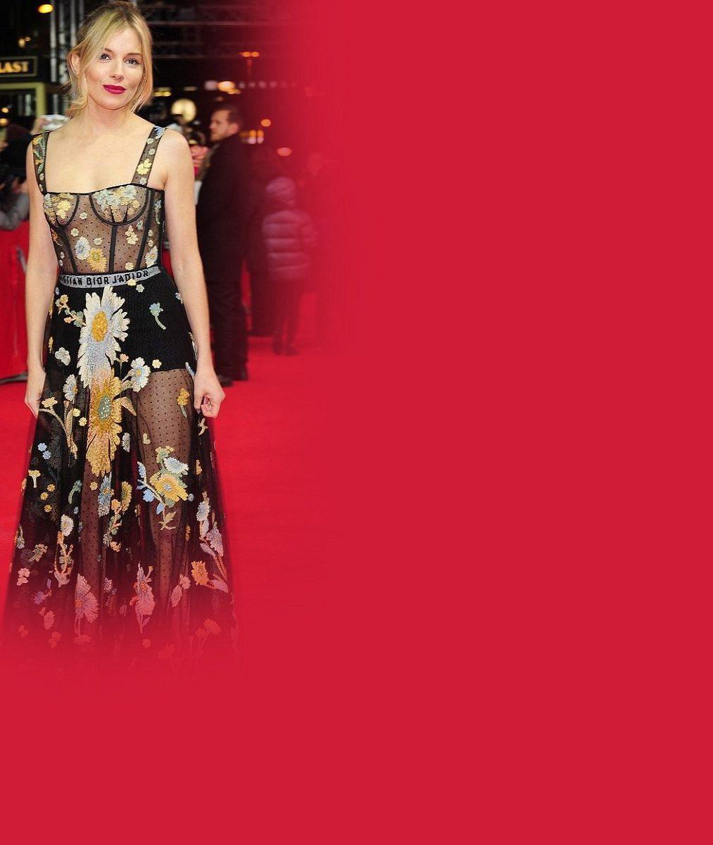 Herečka se slušnou sbírkou neméně slavných milenců přišla na premiéru v průsvitných šatech bez podprsenky
