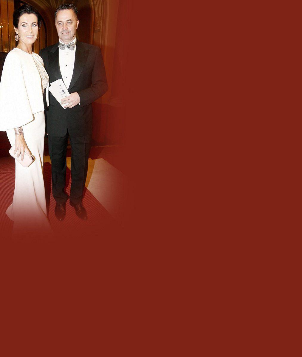 Mezi mladými modelkami se na plese neztratila: Manželka Martina Dejdara je totiž nejen nádherná, ale má i vkus