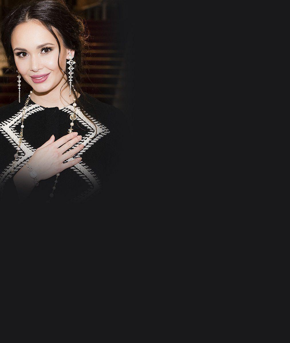Má tvář i hlas anděla. Jedna z nejkrásnějších operních pěvkyň světa vystoupila v Praze zahalená luxusem