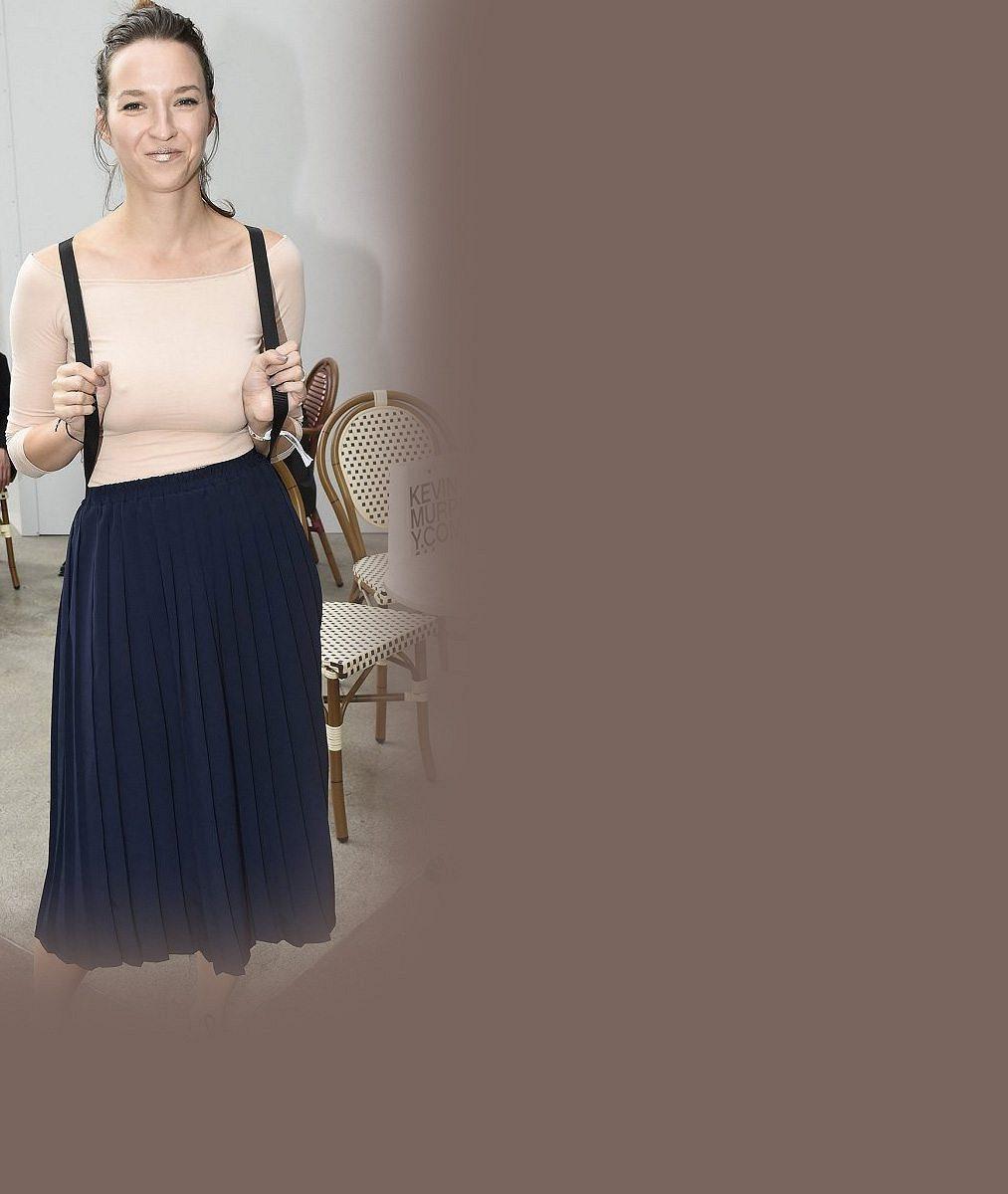 Herečka Berenika Kohoutová ve spodním prádle: Chlubí se svými ženskými křivkami
