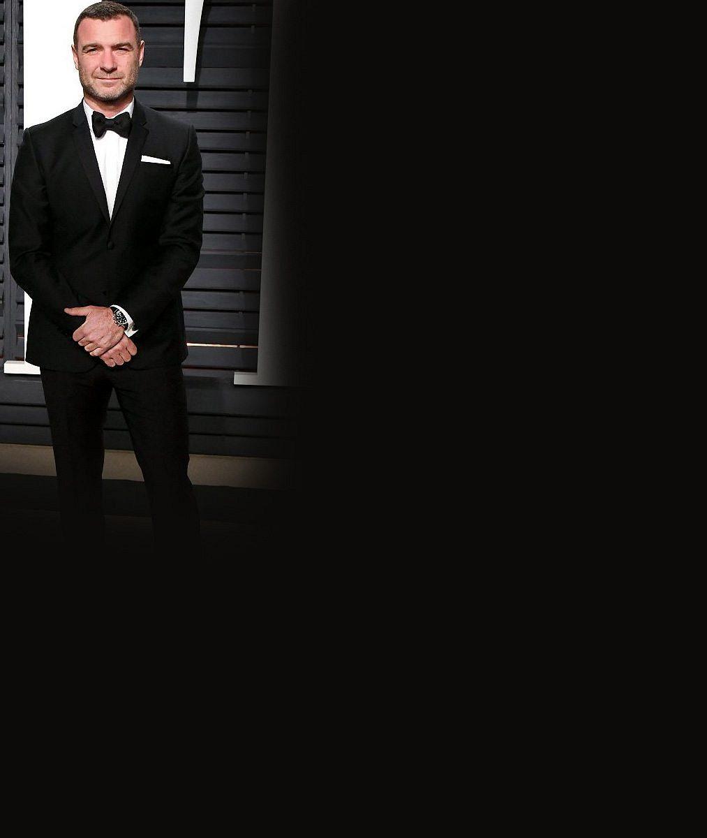 Největší fešáci Oscarů? Těmto pánům to ve smokingu nejvíce seklo