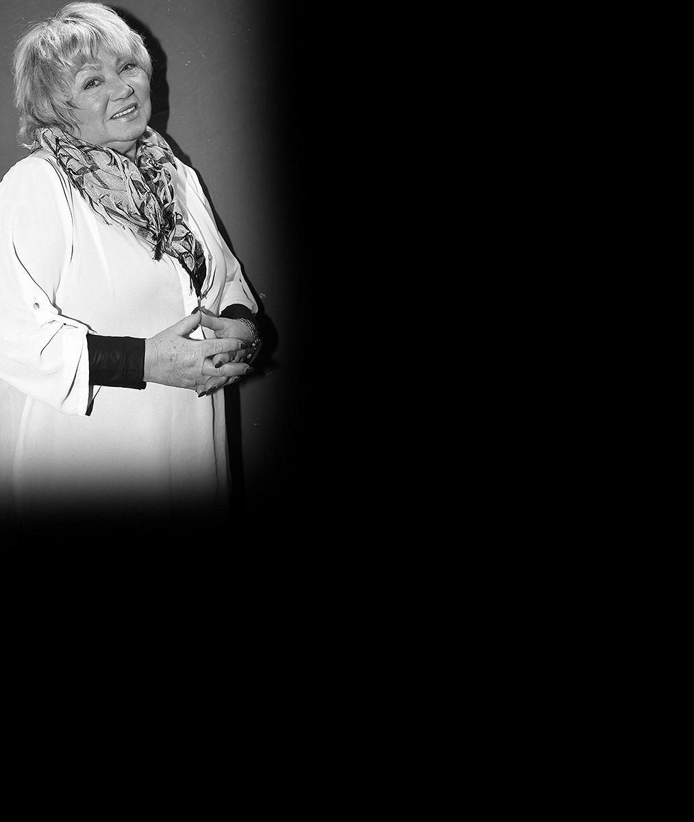 Ostrava se ponořila do proudů slz: Podívejte, jak místní dojemně uctívají památku Věry Špinarové