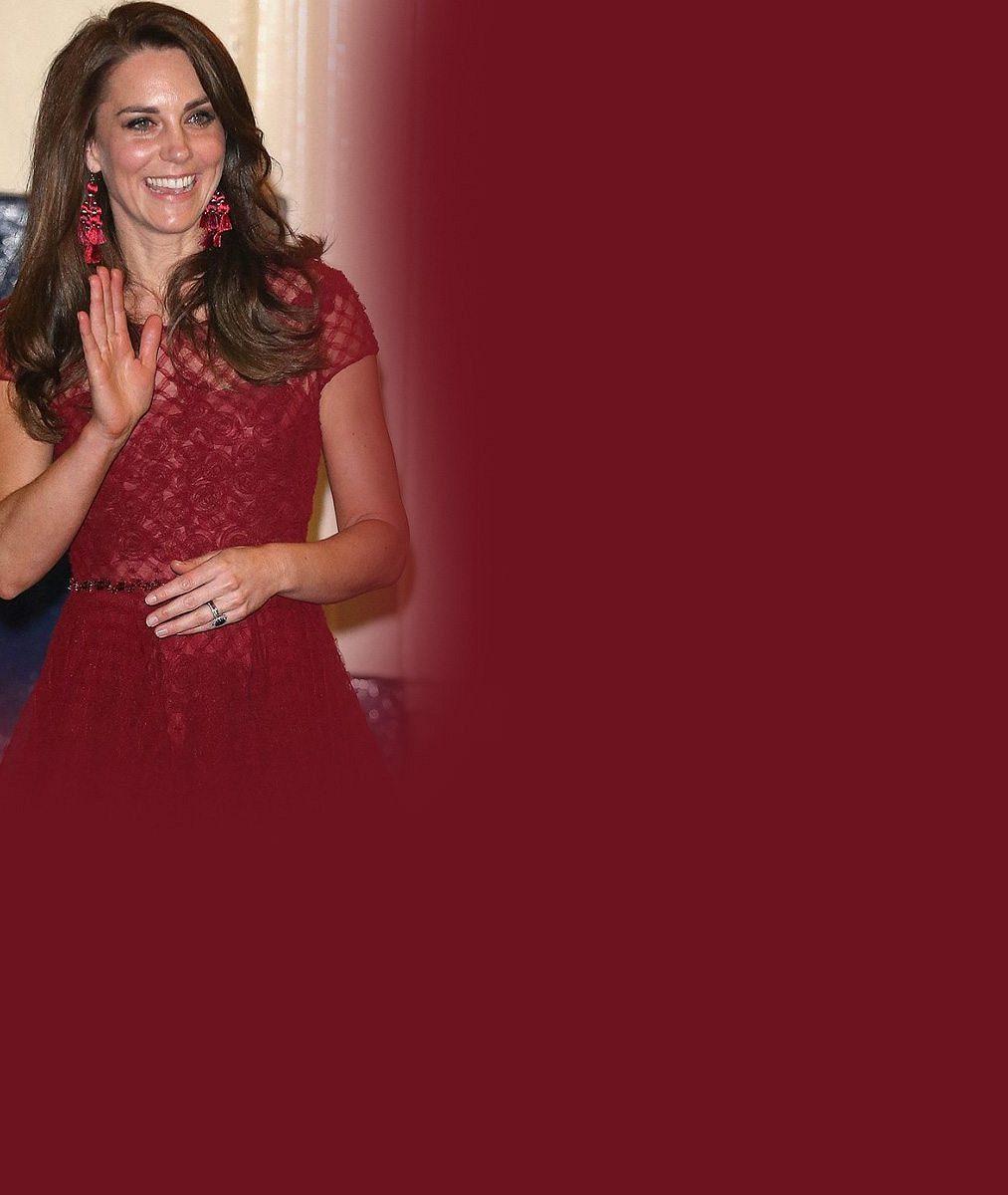 Půvabná vévodkyně Kate zpestřila premiéru muzikálu: Skvěle padnoucí šaty sladila s červeným kobercem