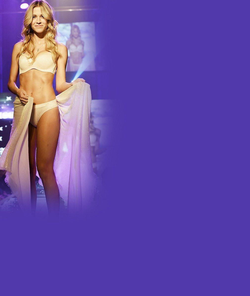 6 sexy fotek Veroniky Kopřivové v plavkách. Jak se vám líbí štíhlá postavička Jágrovy holky?