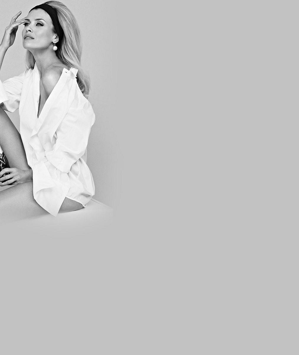 Fantastickou figuru odhalila v bílých krajkách: Daniela Peštová se ve Varech pochlubila vypracovaným bříškem