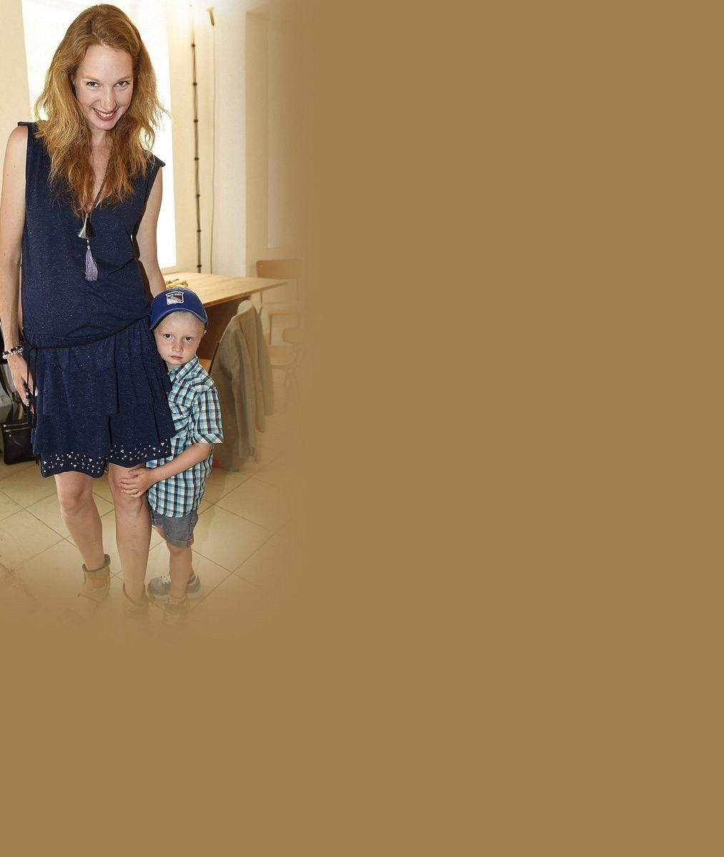 Po rozvodu je zase šťastná a čeká 2. miminko: Dcera Nálepkové a Nesvadby si ale známého herce brát nebude
