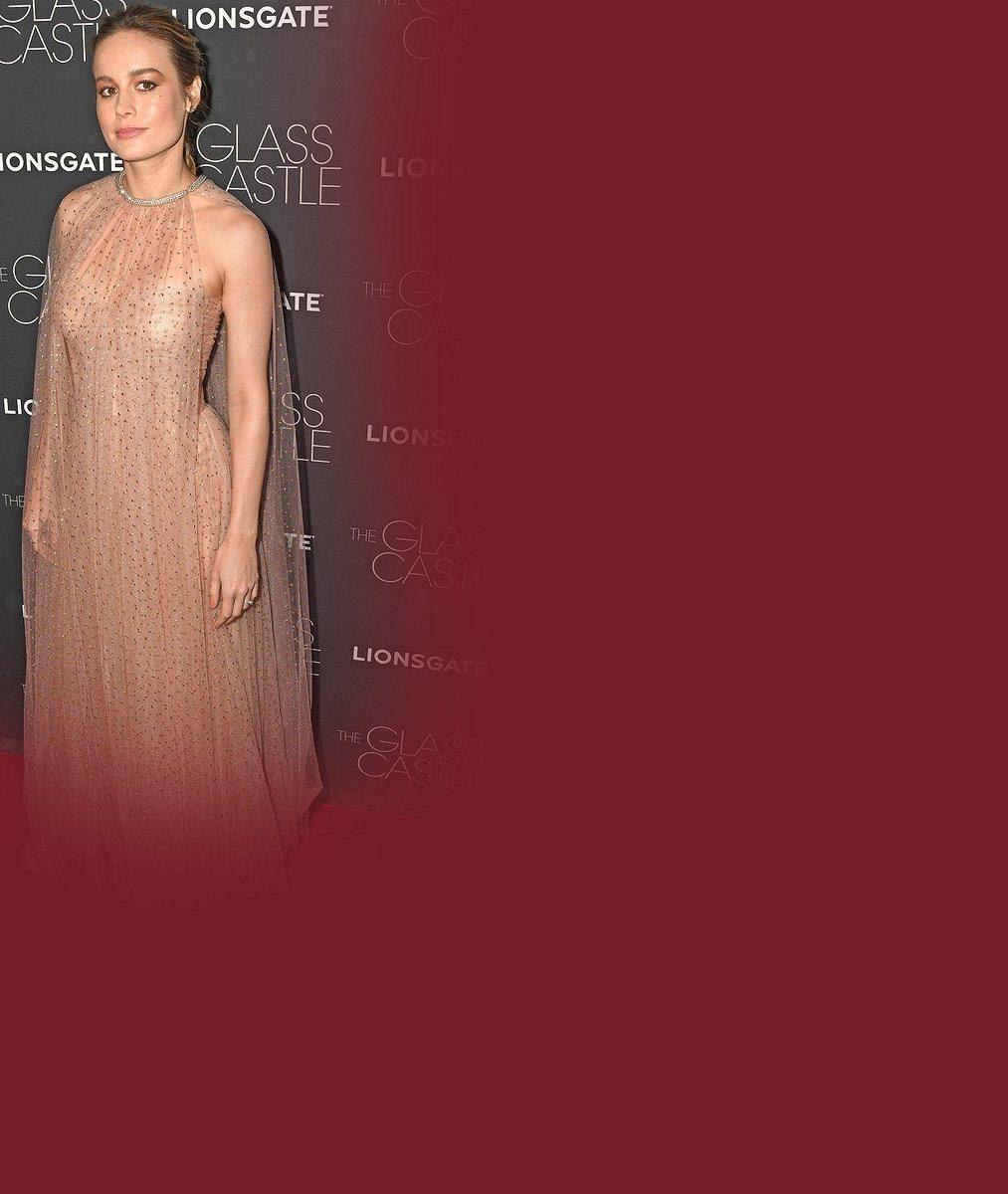 V úspornějším modelu by nadělala více parády: Oscarová herečka na sebe pověsila snad celou záclonu