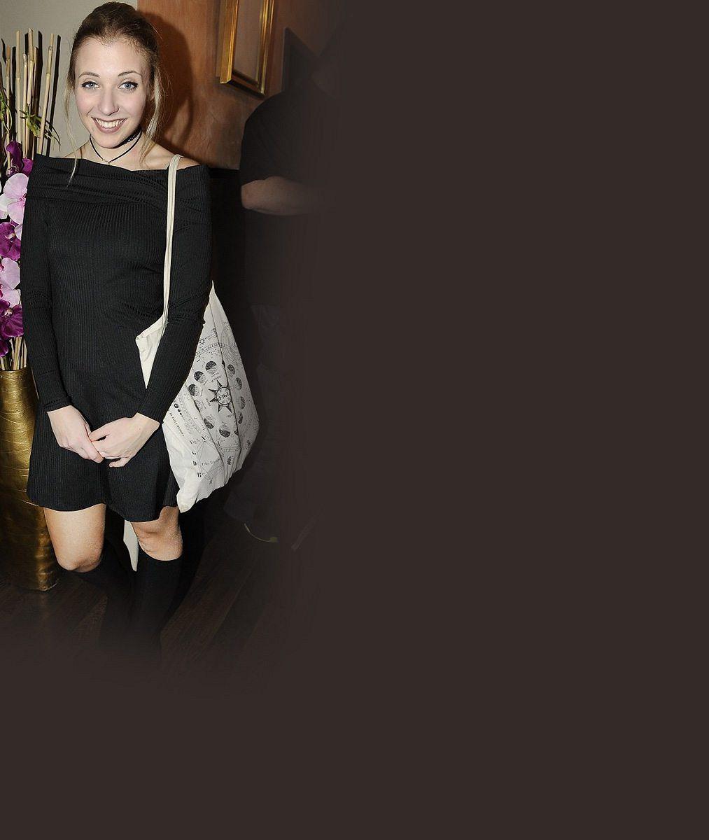 Cucflek Anna Slováčková na rameni opravdu nemá: Krizi ve vztahu s přítelem potvrzuje i to, že nepřišel na její premiéru