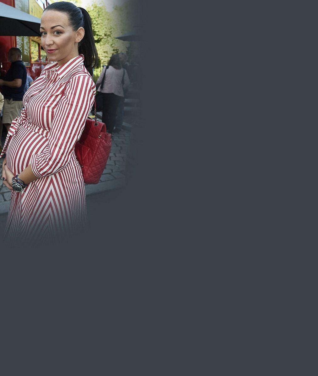Už drandí s kočárem: Takhle vypadá dvojnásobná mamina Agáta Prachařová týden po porodu dcery