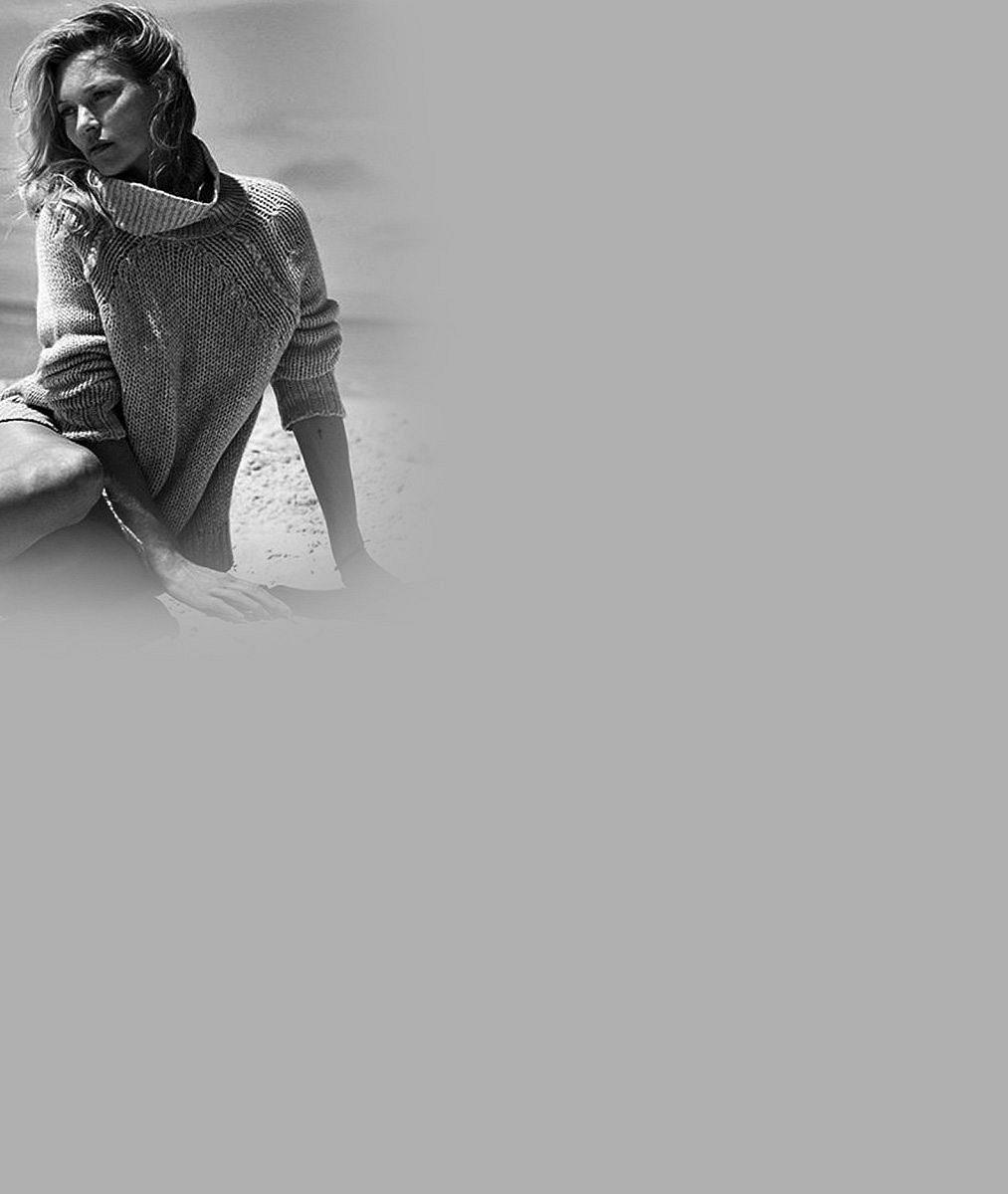Její ňadra už stejně viděl celý svět. Tak proč by je Kate Moss (43) nenechala prosvítat v lehounkém overalu?