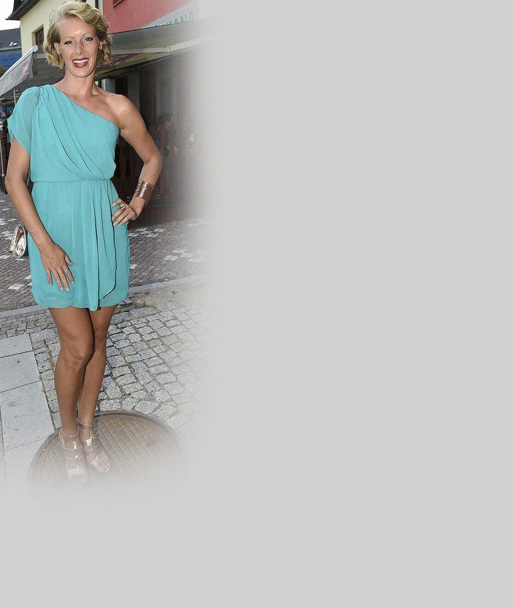 Ve 35 je krásnější než jako teenagerka z Dobré čtvrti: Tahle blondýnka boduje nejkrásnějšíma a nejdelšíma nohama