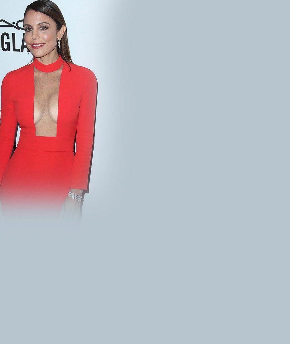Televizní moderátorka (46) podprsenku nepotřebuje: Výběrem šatů vzbudila značný rozruch