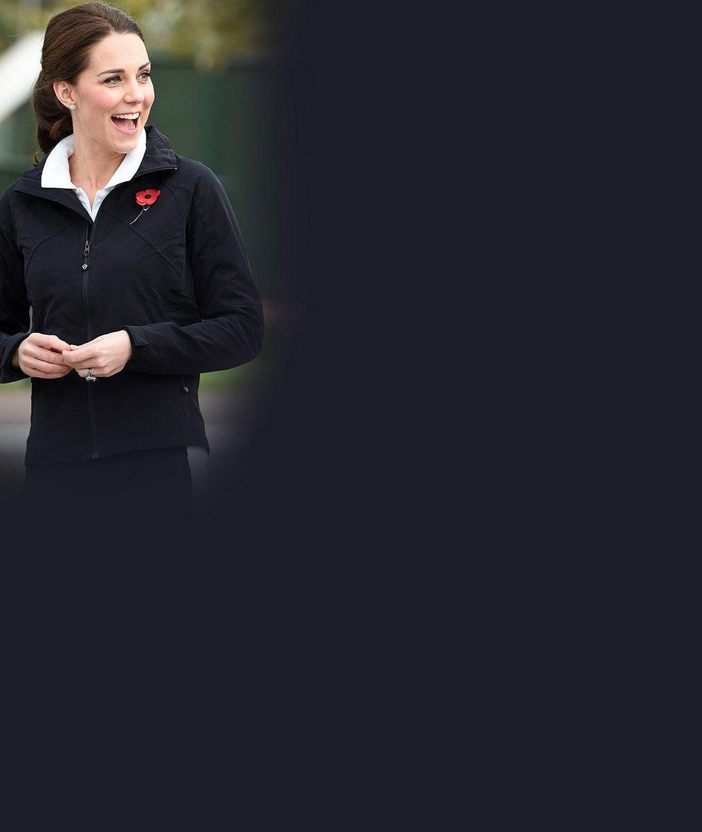 Vévodkyně Kate oblékla teplákovku a půl roku před třetím porodem si zahrála tenis