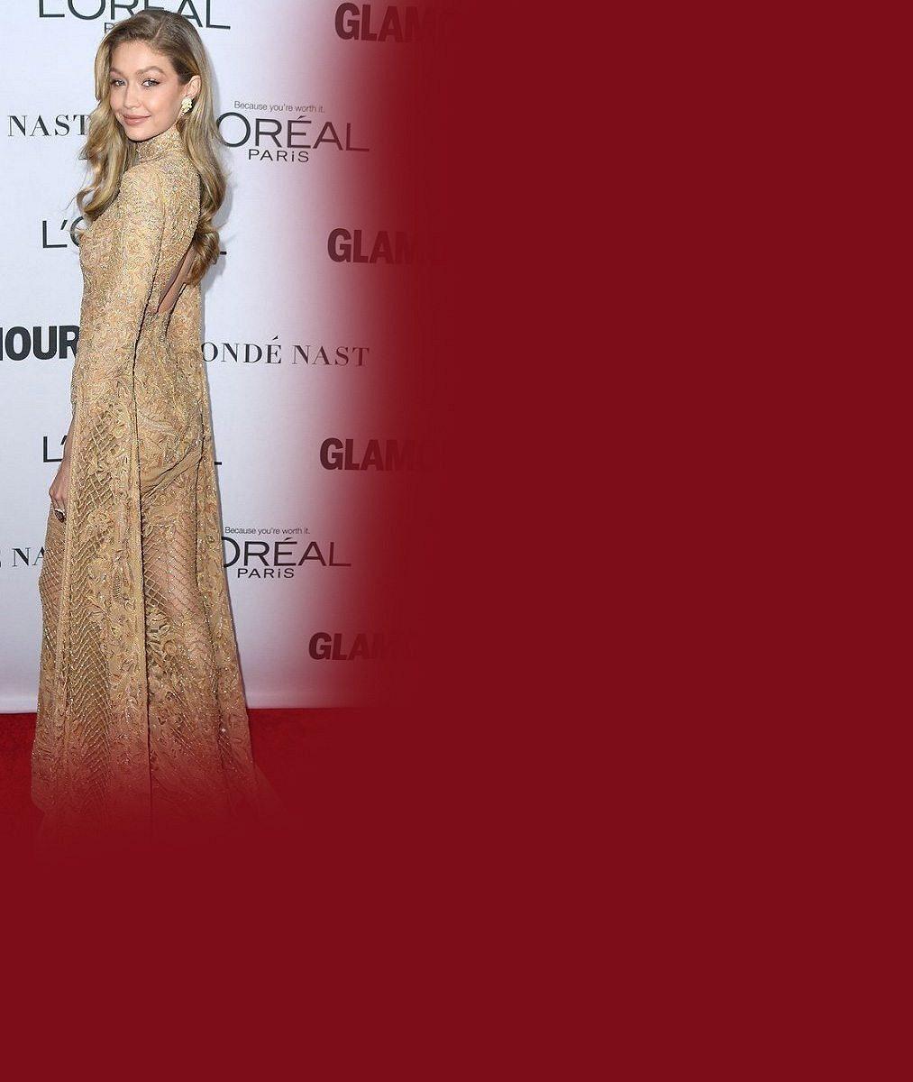 Galavečer ovládlo rodinné trio: Bývalou modelku doprovodily krásné dcery kráčející v jejích stopách