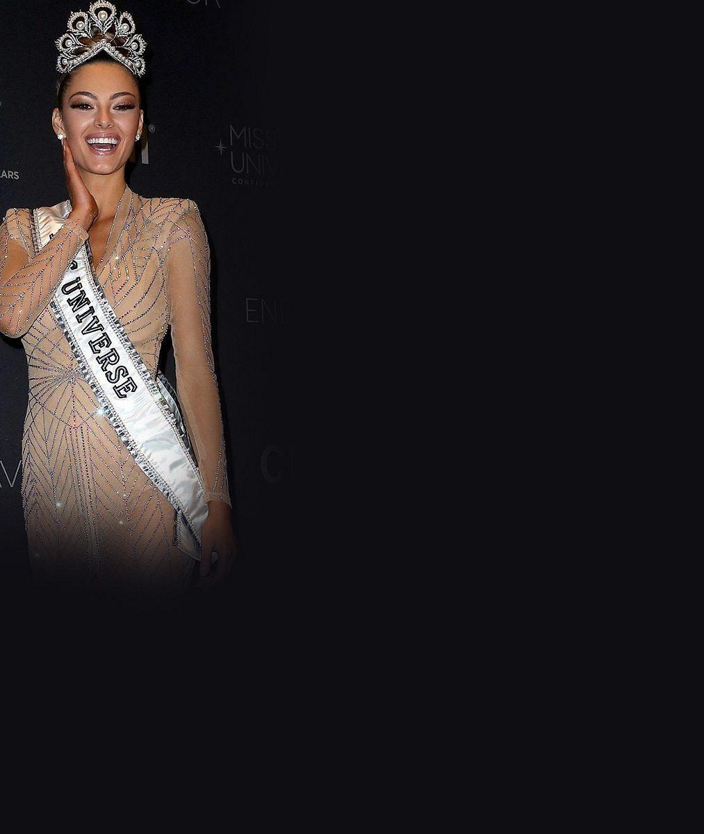 Nová Miss Universe sbírala body při promenádě v plavkách: Ve žlutých bikinách byla dokonalá