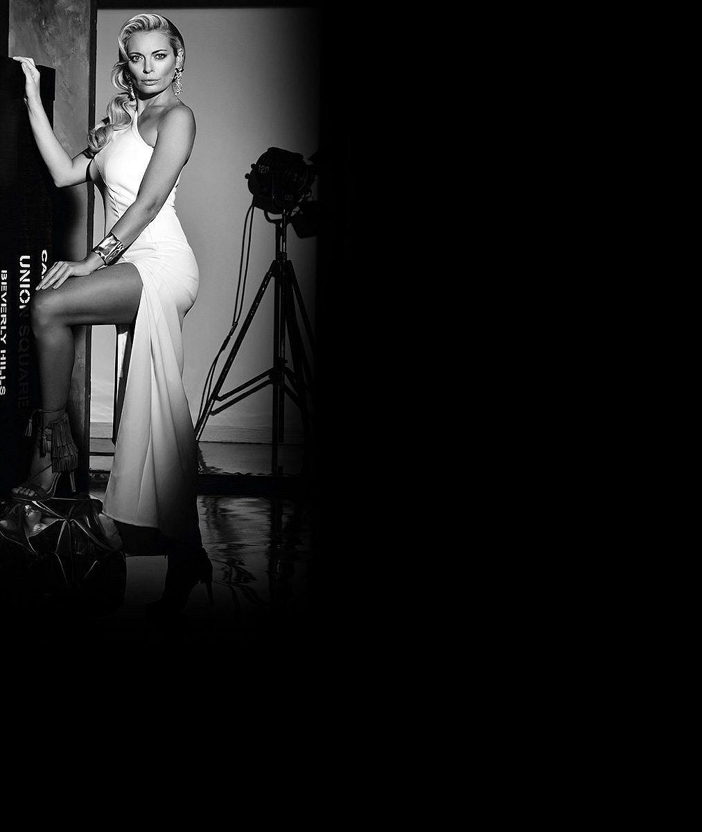 Plavky, sexy prádlo i svůdné výstřihy: 10 žhavých fotek úchvatné oslavenkyně Lucie Borhyové