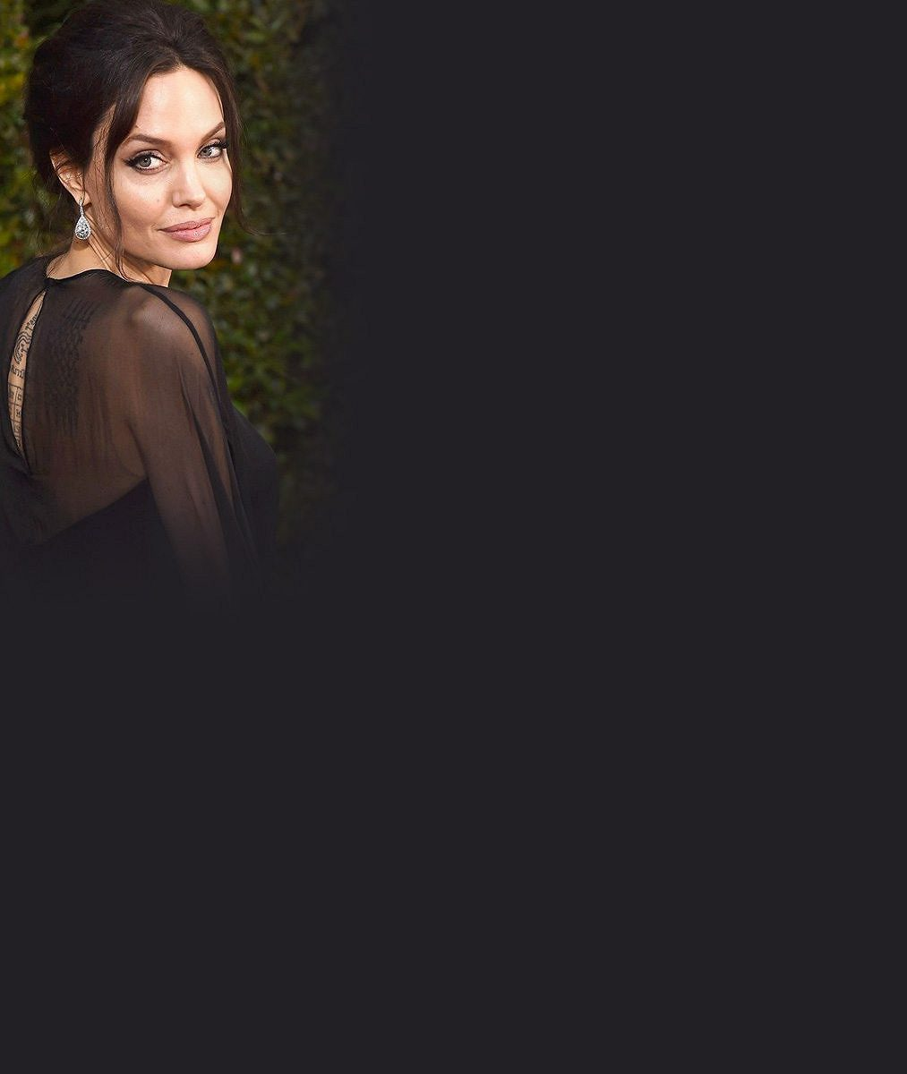 Angelina Jolie vzala po synovi do společnosti dvě dcery. Brad je prý zásadně proti