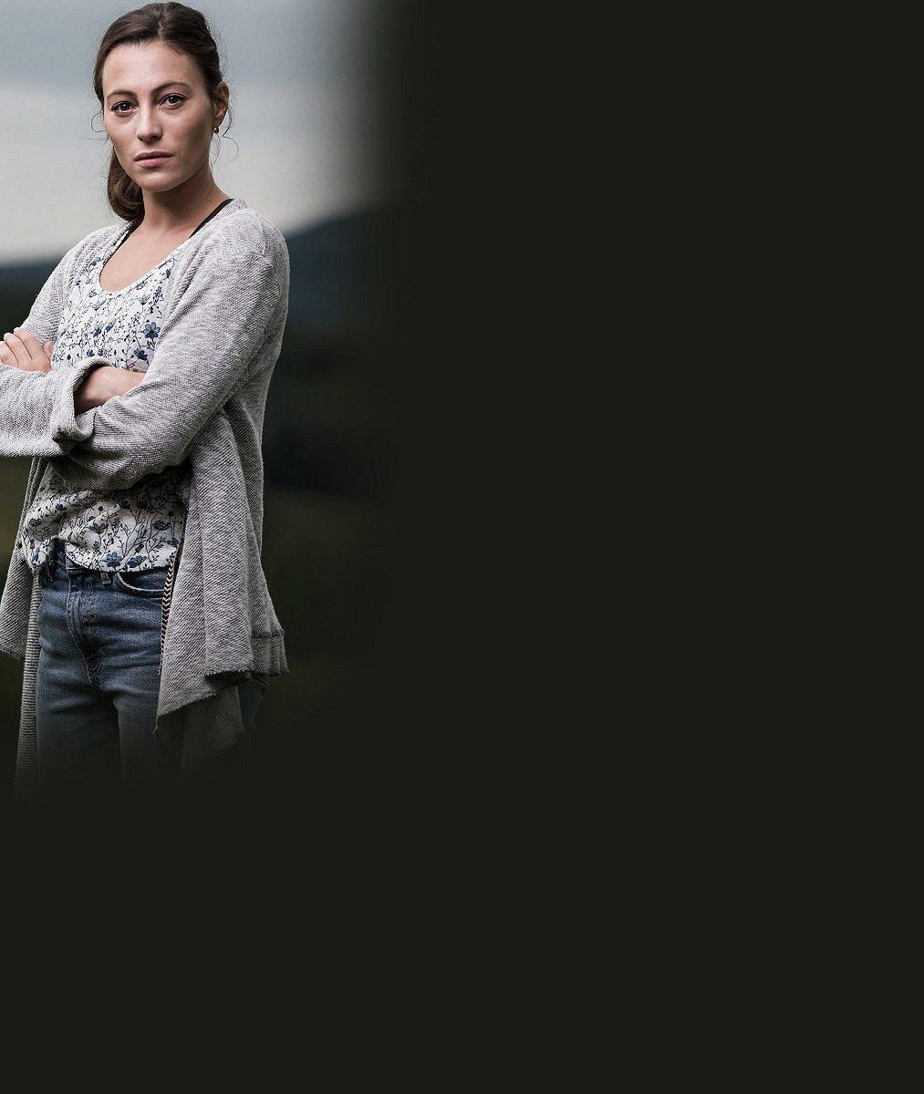 Diváci se mají na co těšit: Tahle půvabná herečka bude v drsném krimi seriálu láskou Kryštofa Hádka