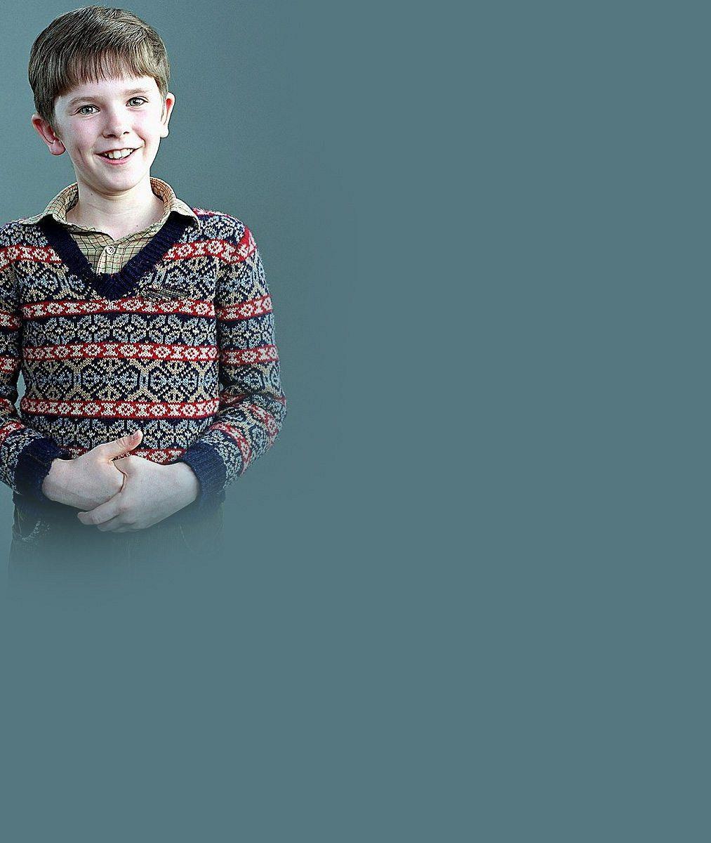 Roztomilý chlapeček z filmu Karlík a továrna na čokoládu dospěl v muže: Takhle mu to sekne ve smokingu