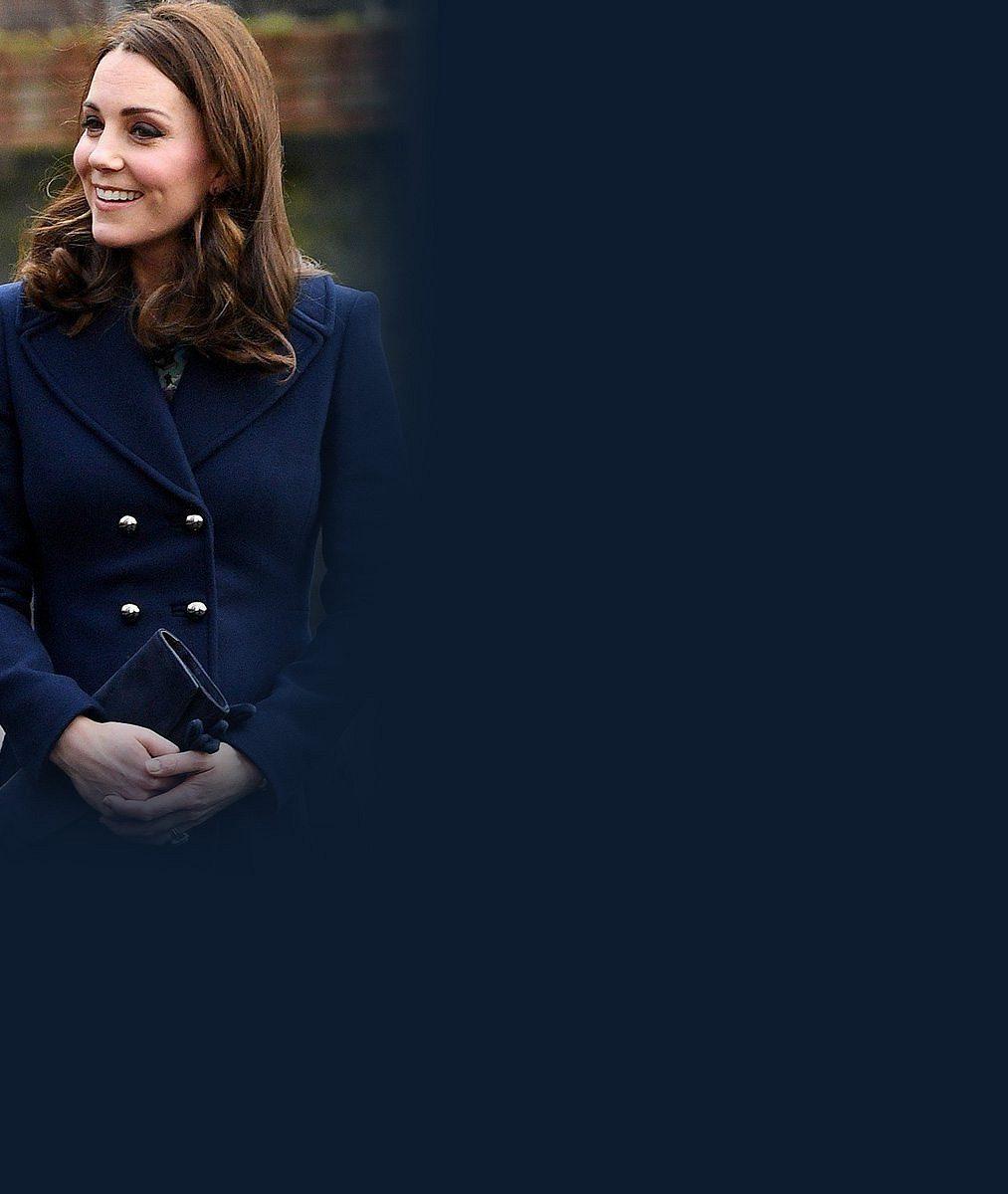 Těhotná vévodkyně Kate poslala dvouletou dcerku do školky a svým úsměvem přišla podpořit i jiné děti
