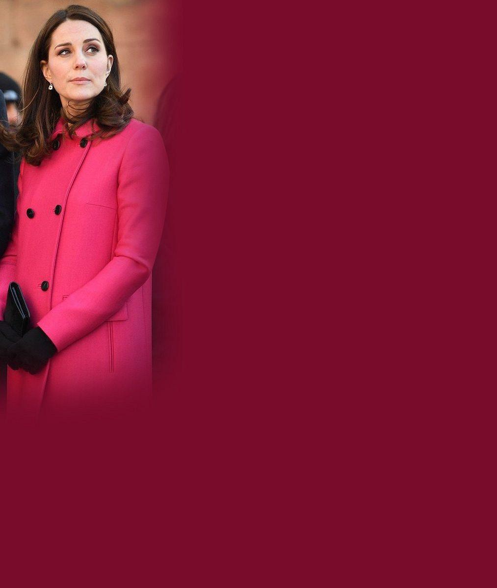 Bude to zase holčička? Vévodkyně Kate vytáhla ze skříně růžový kabát, který nosila v době, kdy čekala dcerku